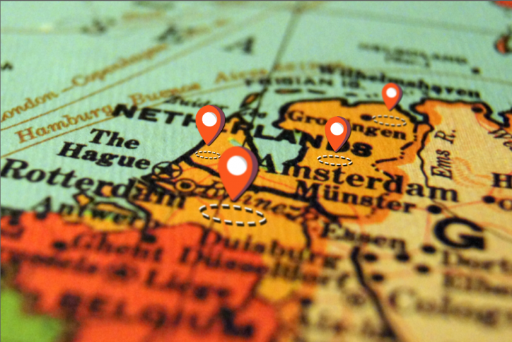 Geo Fencing is nog niet heel erg bekend, maar volgens LiveChat Service-founder en CEO Nick Blom is het een zeer effectieve oplossing om opnieuw publiek te benaderen. In zijn zevende artikel voor FrankWatching geeft hij voorbeelden om eeuwenoude data van instituten als de Kamer van Koophandel, Het Kadaster en de RDW in combinatie met Geo Fencing in te zetten. Zo kunnen meer relevante advertenties getoond worden.